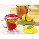 ملعقة الشاي وبهارات الطبخ على هيئة فراولة